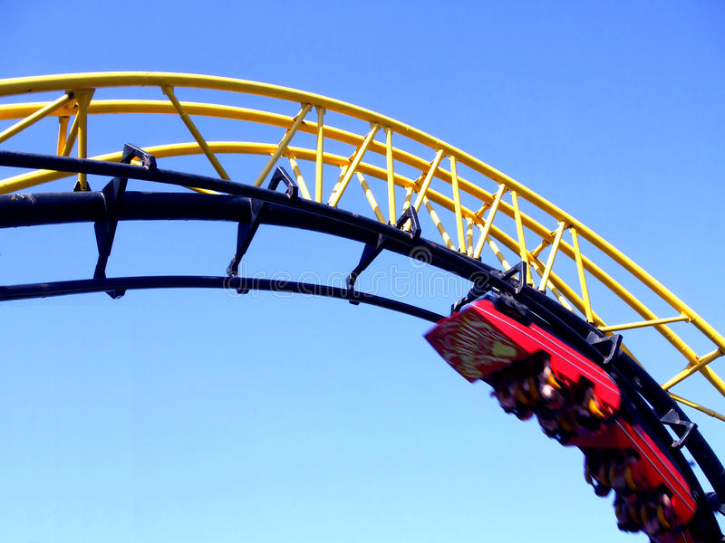 Roller coaster del sacacorchos imagen de archivo libre de regalías
