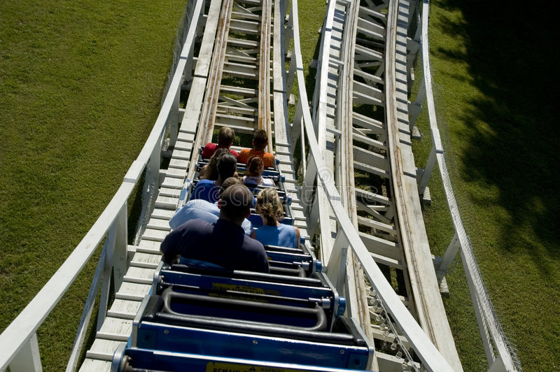 Roller coaster di legno immagini stock
