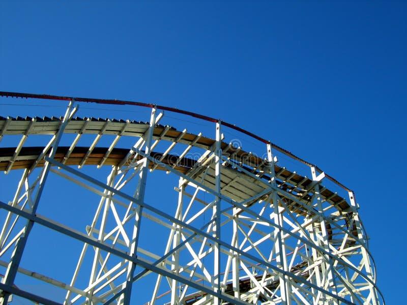 Roller coaster e cielo immagine stock