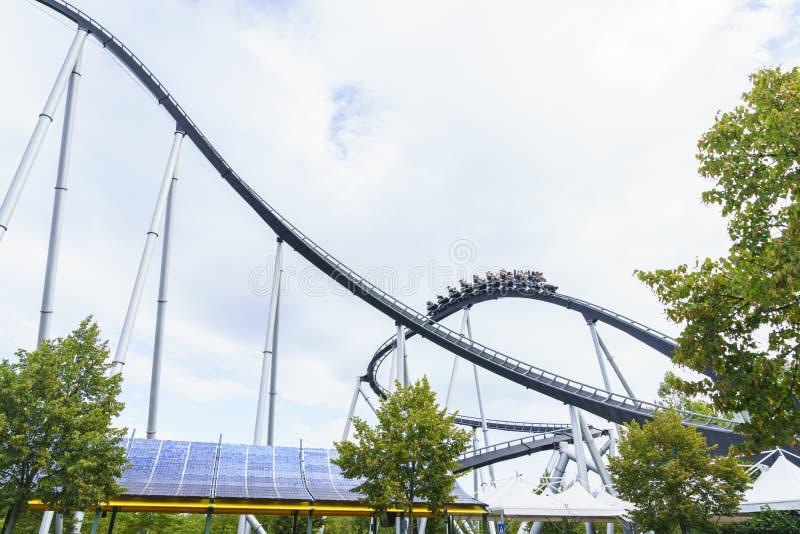 Roller coaster en parque del Europa fotografía de archivo