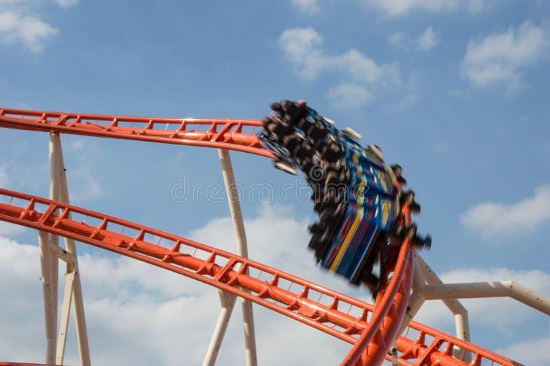 Roller coaster nel movimento fotografia stock libera da diritti