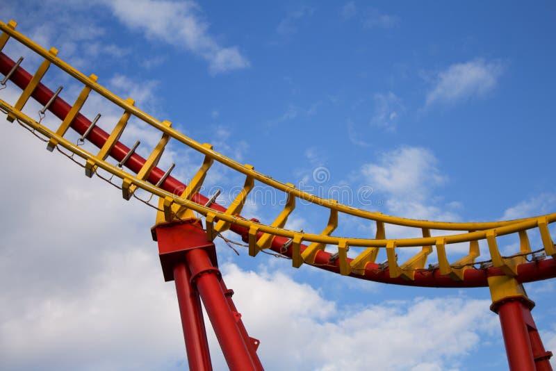 Roller Coaster Ride in Amusement Park Entertainment en avontuur stock afbeelding