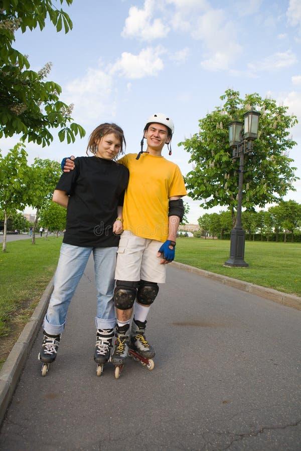 rollerblading的夫妇 库存照片