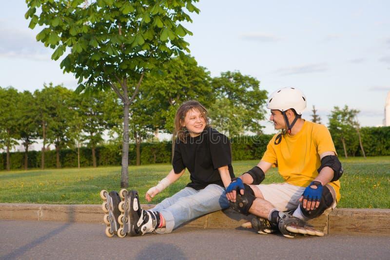 rollerblading的夫妇 库存图片