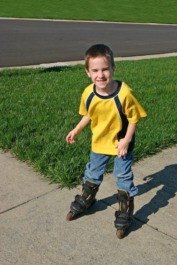 rollerblading的男孩 库存照片