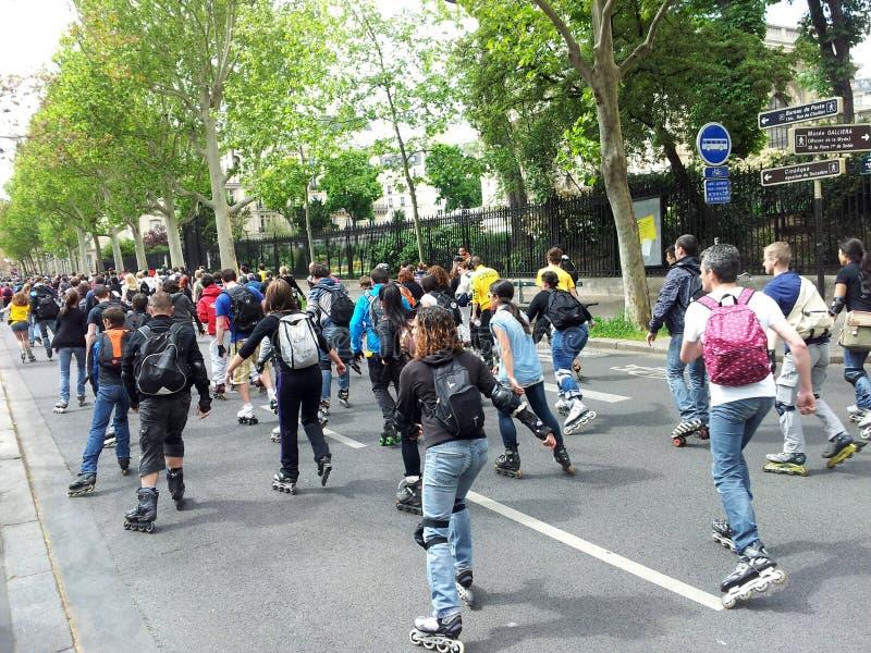 Rollerskating en París foto de archivo libre de regalías