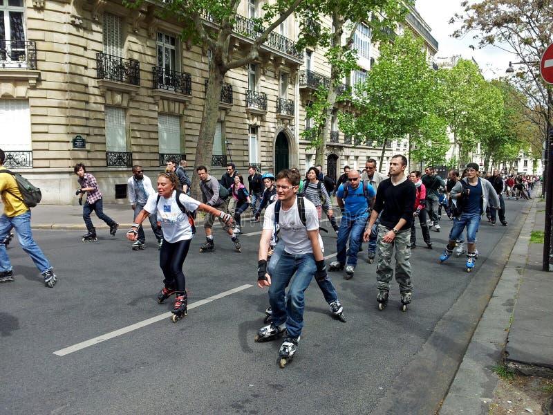 Rollerskating in Paris lizenzfreies stockfoto