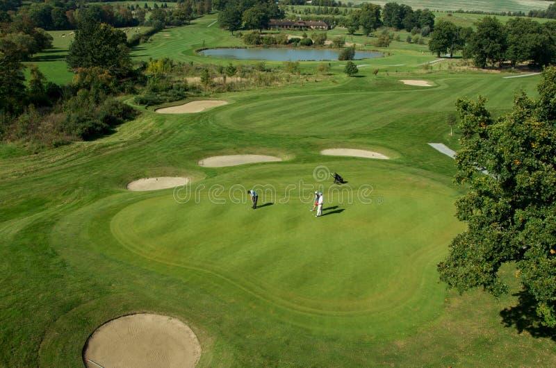Rolling Hills и зеленый цвет на поле для гольфа стоковая фотография rf