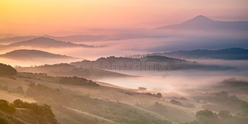 Rolling Hills nel paesaggio di Toscano fotografia stock libera da diritti