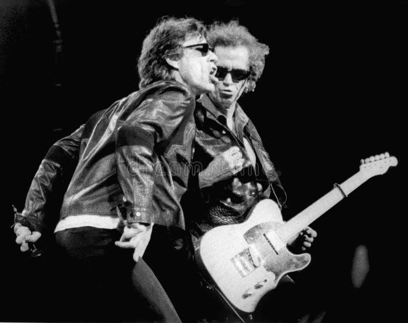 The Rolling Stones - Mick Jagger och Keith Richards 1994 Sullivan Stadium-Foxboro, mor av Eric L johnson arkivfoton