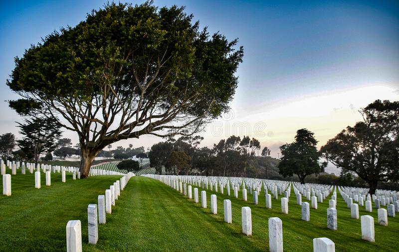 Rollinget Hills av den Rosecrans Nationall kyrkogården fotografering för bildbyråer