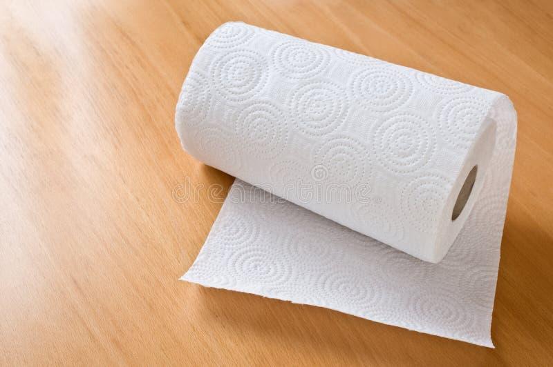 Rollo de la toalla de papel imagen de archivo libre de regalías