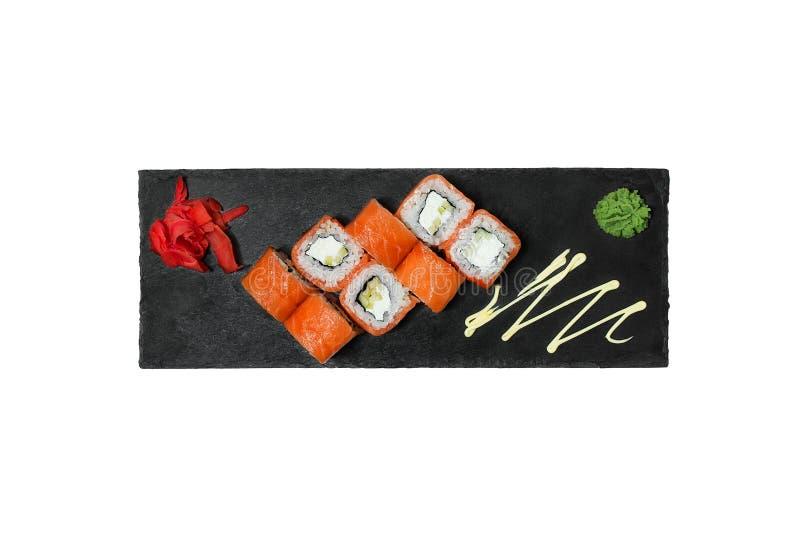 Rollo de sushi de color salmón fresco fotos de archivo