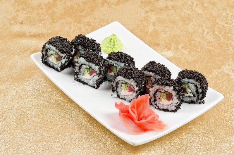 Rollo de sushi del atún imágenes de archivo libres de regalías