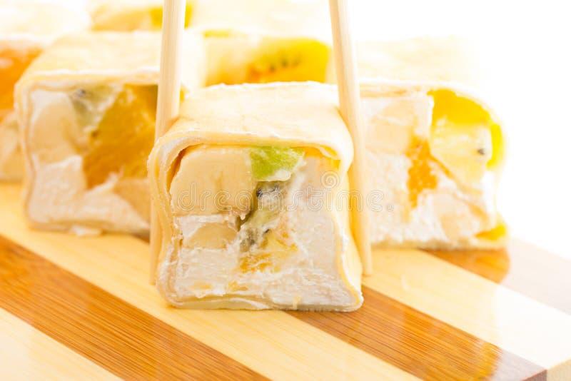 Rollo de sushi dulce fotografía de archivo libre de regalías