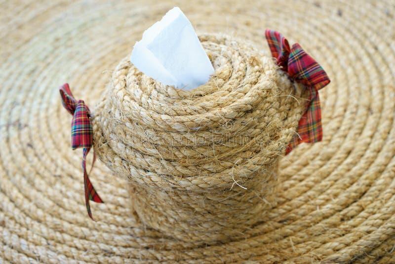 ===Con cuerda...=== Rollo-del-papel-higi%C3%A9nico-cajas-hechas-de-cuerda-62454315