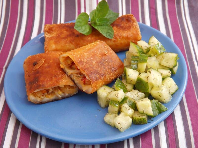 Download Rollos De Primavera Con El Pollo Foto de archivo - Imagen de comida, cena: 41911856