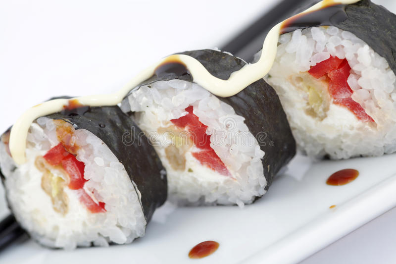 Rollos de sushi japoneses tradicionales fotos de archivo