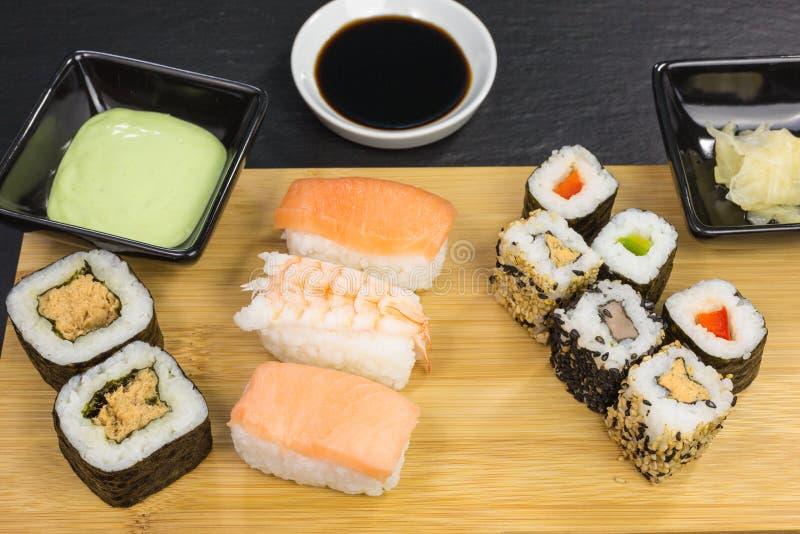 Rollos de sushi mezclados imagen de archivo libre de regalías