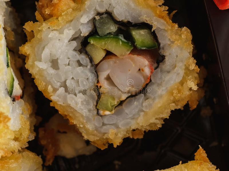Rollos hechos en casa en tempura Comida japonesa fotografía de archivo libre de regalías