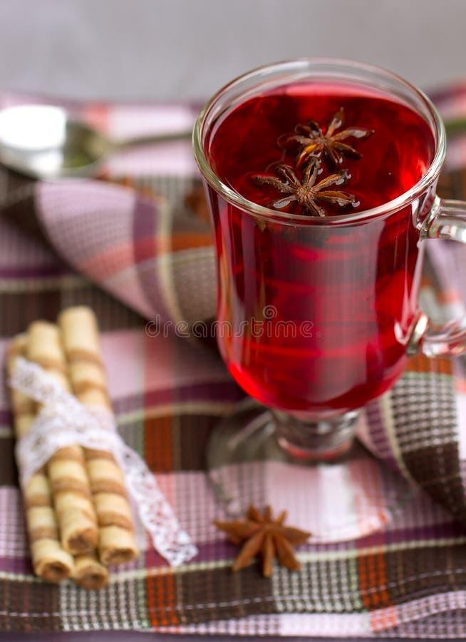 Rollos rojos del té y de la oblea fotos de archivo libres de regalías