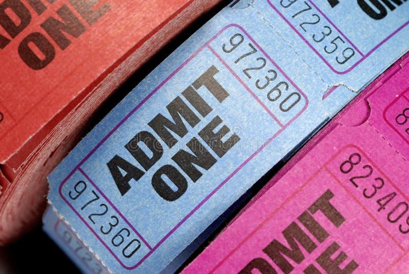 Rolls впускают один кино или крупный план билетов кино стоковые фото