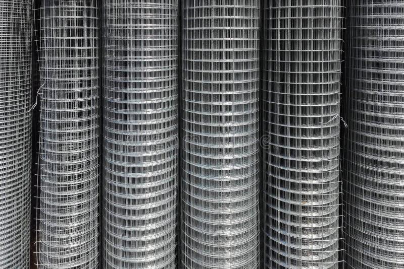 Rolls пользы решетки утюга для усиливают конкретное в строительной площадке Сетка металла в кренах стоковое фото