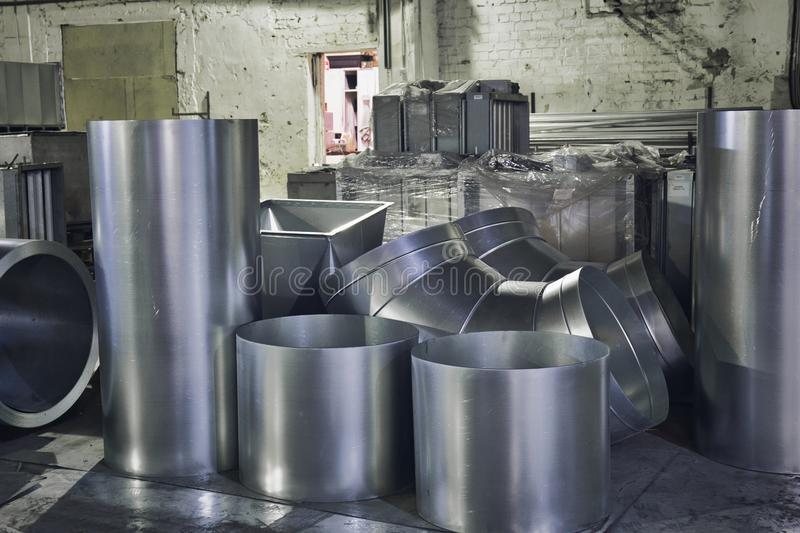 Rolls стального листа или утюга tubed, промышленное производство труб вентиляции стоковое фото rf