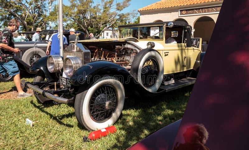 1926 Rolls amarelos Royce Silver Ghost no Car Show cl?ssico do 3? dep?sito anual de N?poles fotografia de stock royalty free