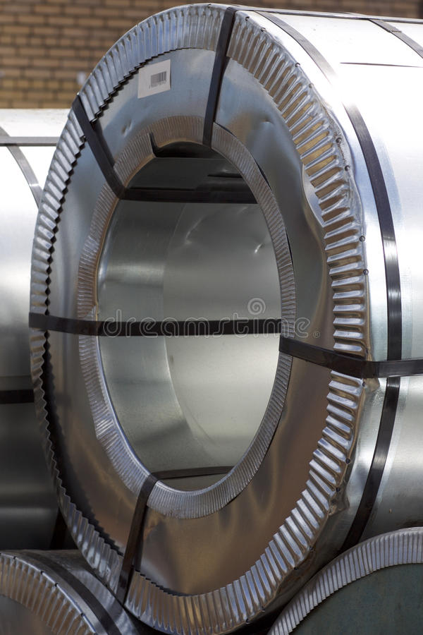Rolls d'acier galvanisé laminé à froid avec le revêtement en polymère photos stock