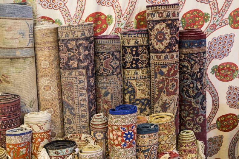 Rolls de alfombras y de mantas imagen de archivo libre de regalías