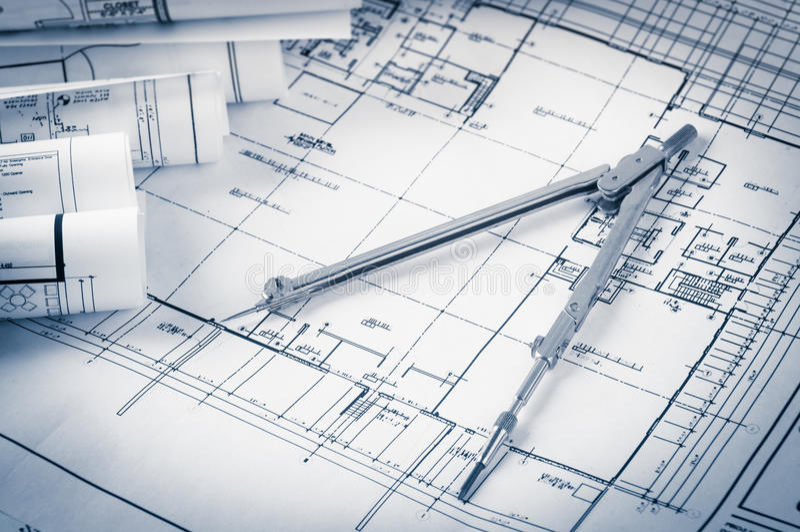 Rolls de planos dos modelos e da casa da arquitetura foto de stock