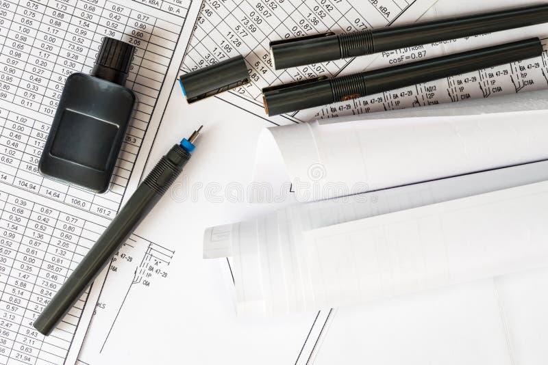 Rolls dei disegni con le penne per tiraggio immagini stock