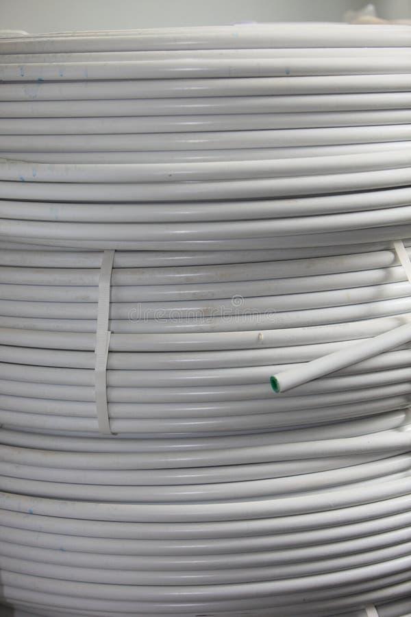 Rolls del cable eléctrico y del conducto imagen de archivo libre de regalías