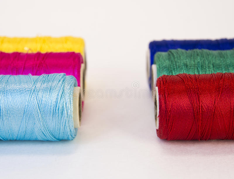 Rolls del filo con i colori di CMYK e di RGB fotografie stock
