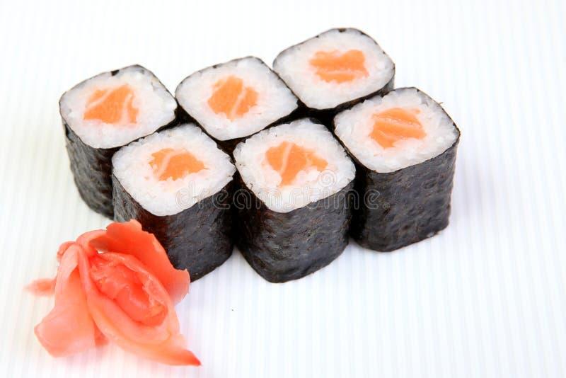Rolls del maki de Syak Comida japonesa en un plato hermoso alimento dietético Un plato japonés exquisito Plato fresco de pescados fotografía de archivo libre de regalías