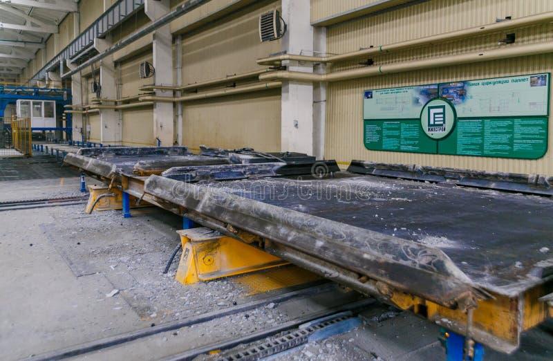 Rolls dell'armatura di alluminio dell'acciaio dei montaggi del metallo Produzione dell'industria pesante Pianta della laminazione fotografia stock libera da diritti