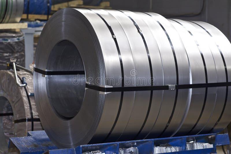 Rolls di acciaio galvanizzato laminato a freddo in azione fotografia stock