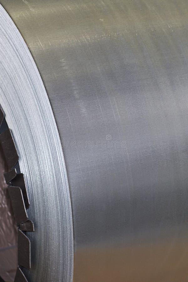 Rolls di acciaio galvanizzato laminato a freddo in azione fotografie stock