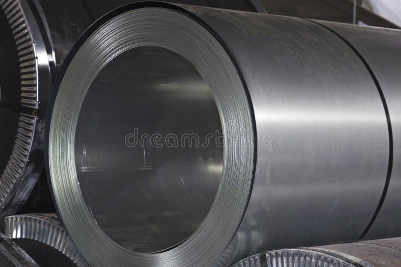 Rolls di acciaio galvanizzato laminato a freddo in azione fotografia stock libera da diritti