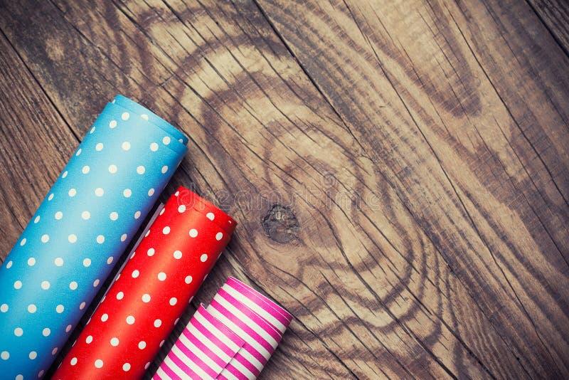 Rolls di carta da imballaggio colorata immagini stock libere da diritti