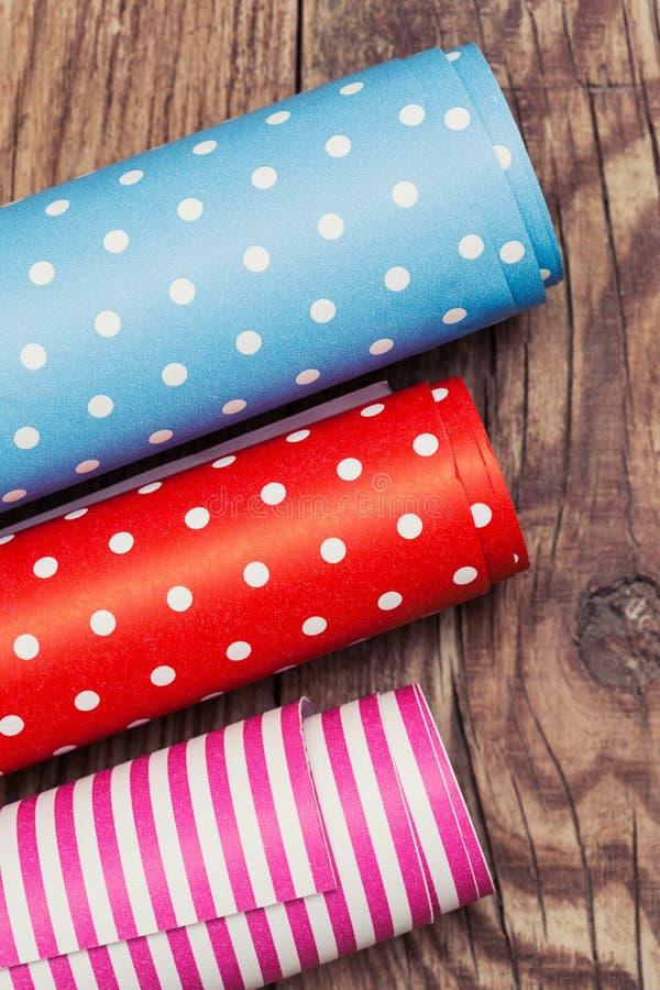 Rolls di carta da imballaggio colorata fotografia stock libera da diritti