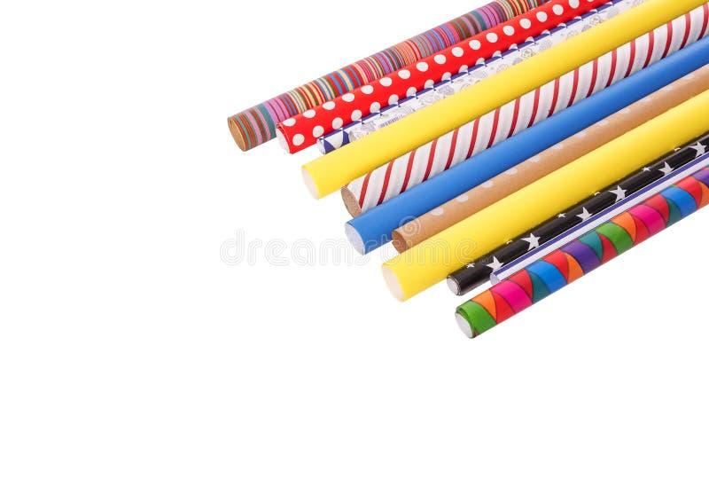 Rolls di di carta da imballaggio colorata multi su un fondo bianco fotografia stock libera da diritti