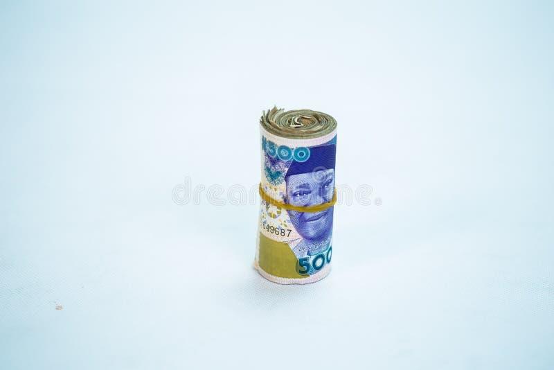 Rolls e os pacotes de naira descontam moedas locais em um montão da pirâmide fotografia de stock