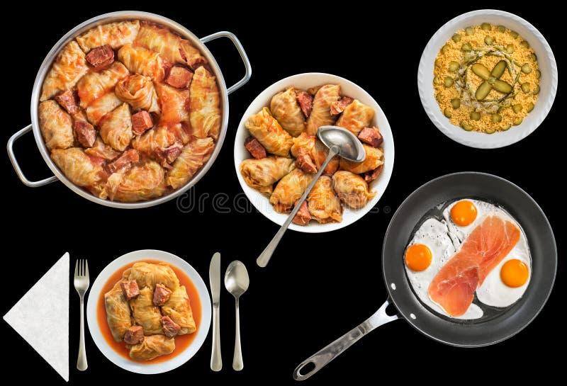 Rolls farcito cavolo marinato con Fried Eggs e Olivier Salad Isolated su fondo nero immagini stock