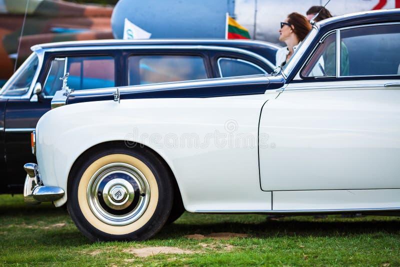 Rolls Royce - винтажный автомобиль стоковые изображения