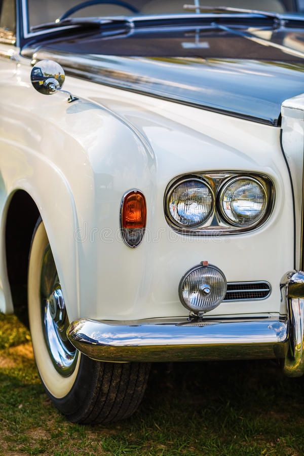 Rolls Royce - ретро автомобиль стоковое изображение rf