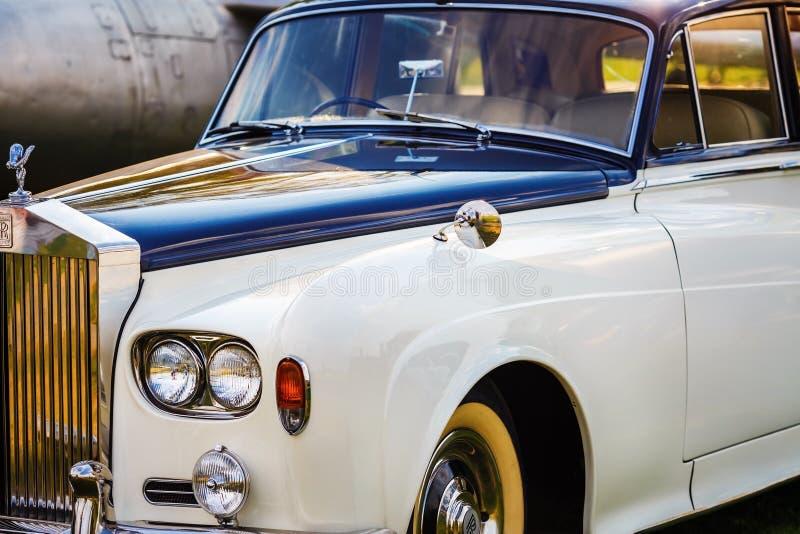 Rolls Royce - роскошный автомобиль стоковые изображения