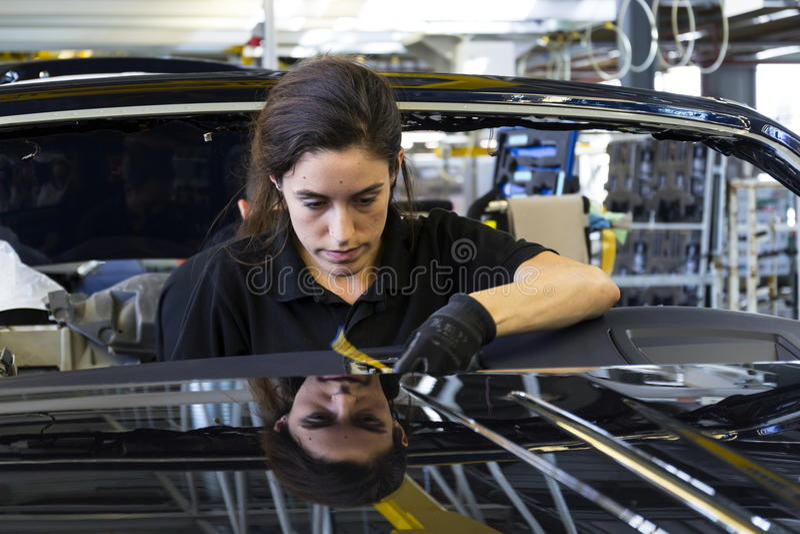 Rolls Royce-auto'stribune op productielijn in Goodwood-fabriek royalty-vrije stock foto