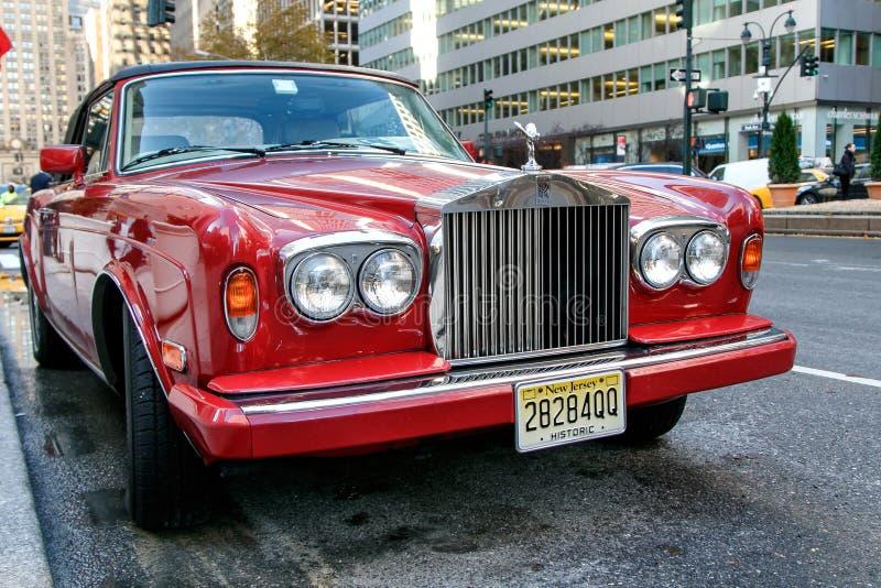 Rolls Royce na avenida do parque imagem de stock